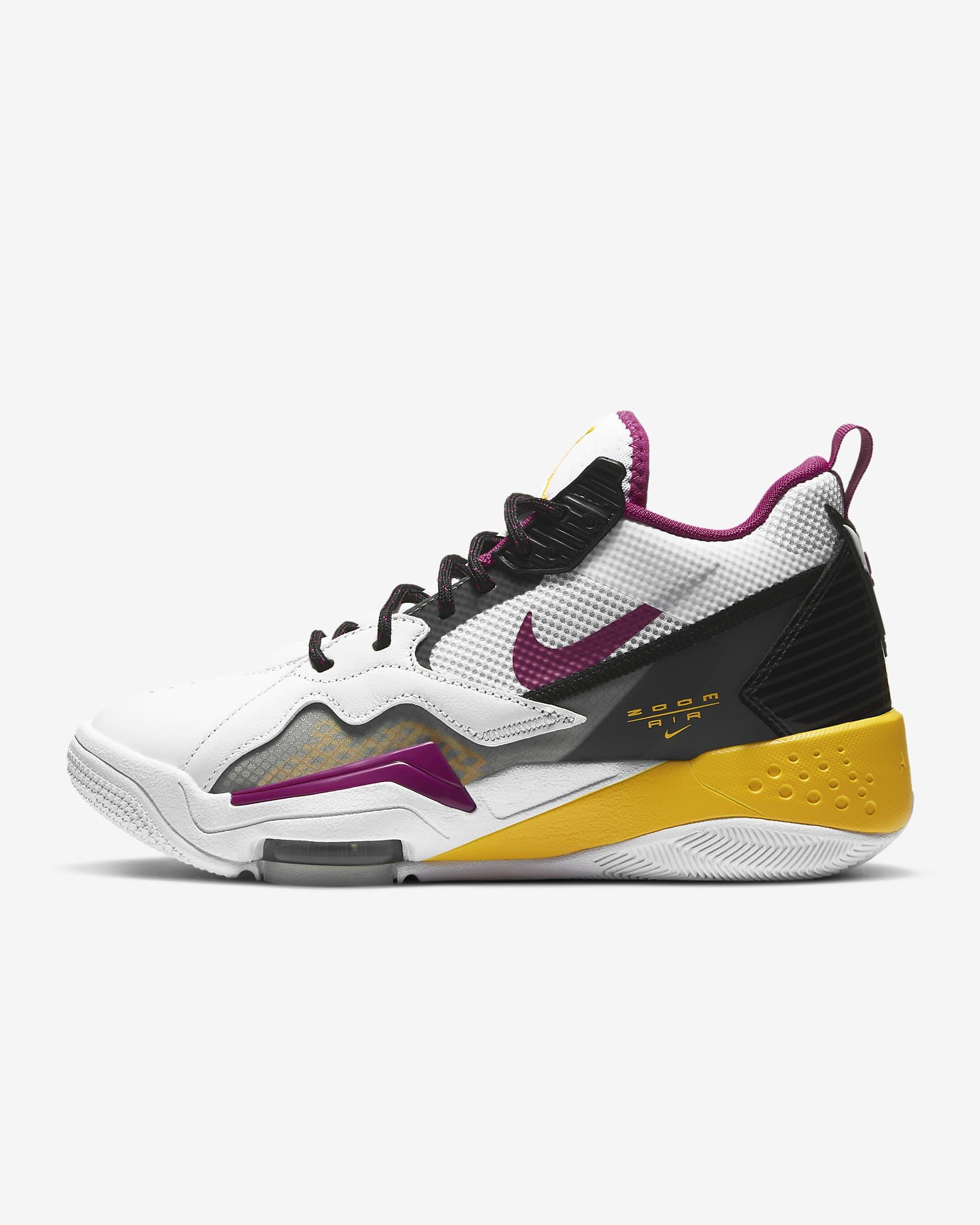 Las Jordan Zoom '92 rinden homenaje a las zapatillas de baloncesto de los 90 y están diseñadas para ofrecer comodidad sin renunciar al espíritu irreverente de los diseños de esa época.