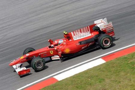 GP de Malasia 2010: Fernando Alonso muere en la orilla