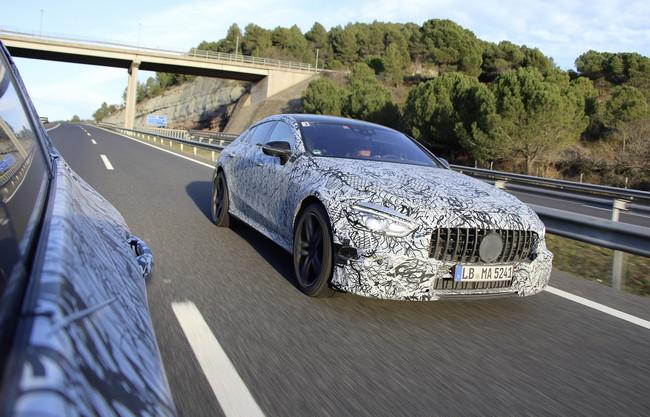 Así es el Mercedes-AMG GT de cuatro puertas: primeras imágenes oficiales, aún camuflado