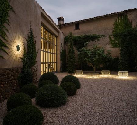 Iluminación exterior que convierta el jardín en una extensión de nuestro hogar para el verano