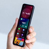 Andy Rubin muestra un curioso móvil con un diseño extremadamente alargado