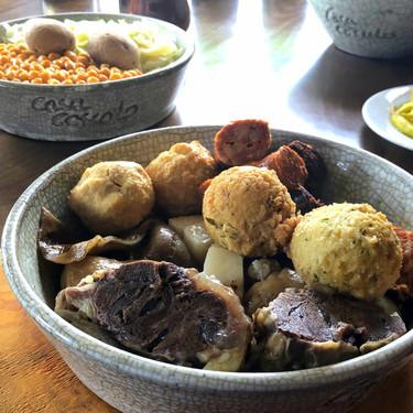 Cómo renovar un plato tradicional: el cocido maragato maridado con champagne de Restaurante Casa Coscolo