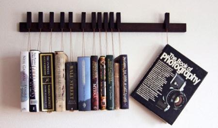 Un colgador para libros como alternativa a la estantería