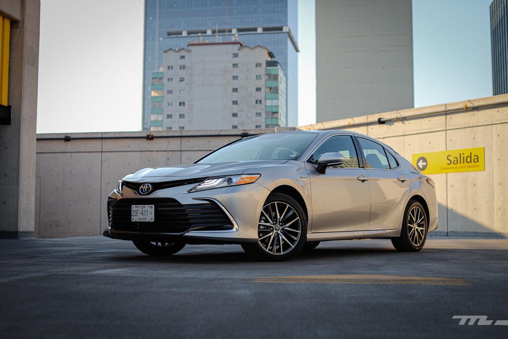 Toyota Camry Hybrid 2021, a prueba: el sedán japonés que apuesta por el comfort y la eficiencia