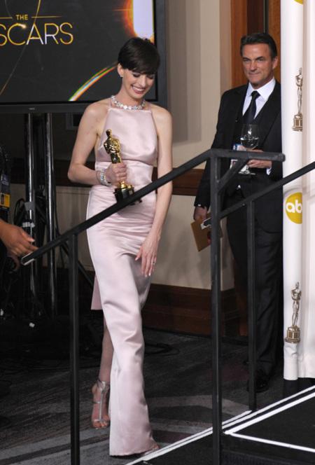 Hathaway Oscar 2013