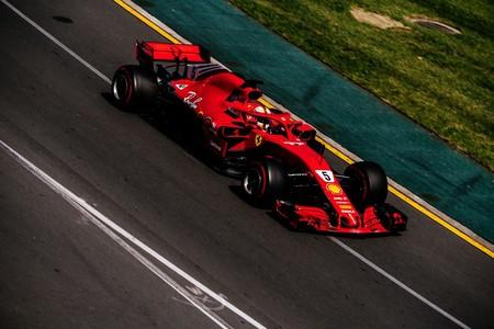 Victoria de Sebastian Vettel en el Gran Premio de Australia tras jugársela a Mercedes. Alonso 5º