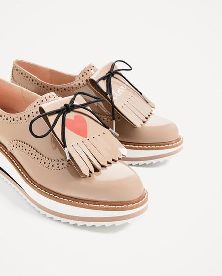 Zapatos oxford con mensaje