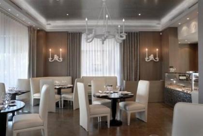 Interior del restaurante en Mónaco