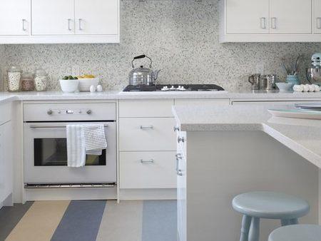 Una cocina a rayas por Sarah Richardson