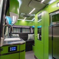 Advanced RV Baja, o cómo convertir la Mercedes-Benz Sprinter en una furgoneta camper a todo color
