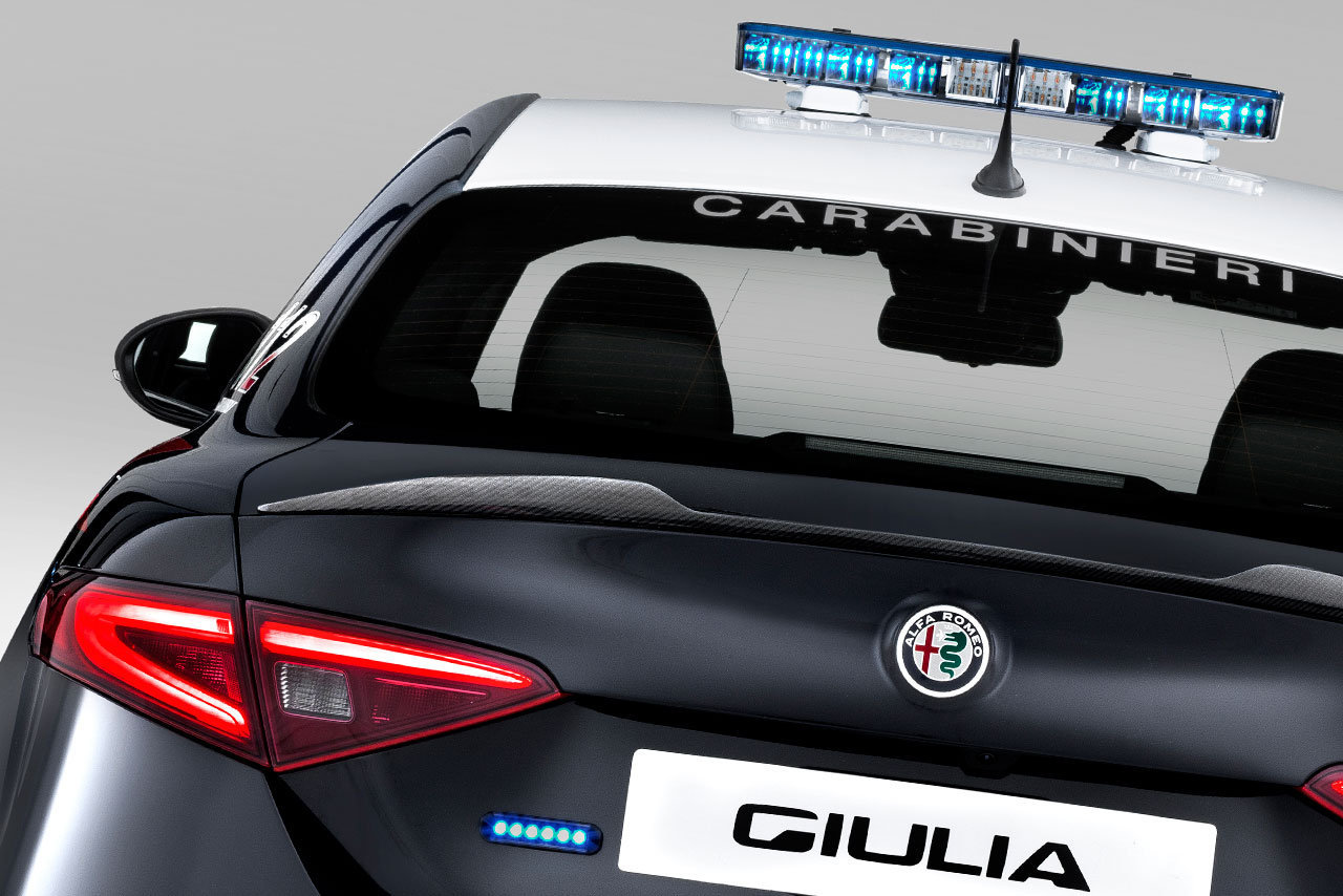 Foto de Alfa Romeo Giulia QV Carabinieri (17/32)