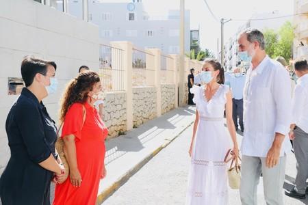 Doña Letizia acierta de lleno con el vestido ibicenco más bonito del verano