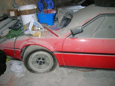 Este pobre BMW M1 abandonado ha pasado 34 años cogiendo polvo en un garaje