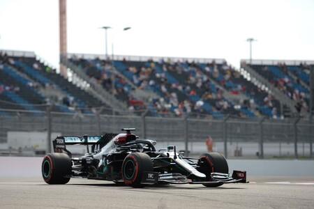 Lewis Hamilton se salva del accidente de Sebastian Vettel para hacer una nueva pole en Rusia