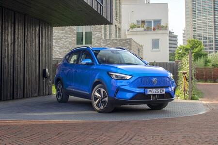 El MG ZS EV estrena facelift: una variante eléctrica cargada de equipo y más de 400 km de autonomía