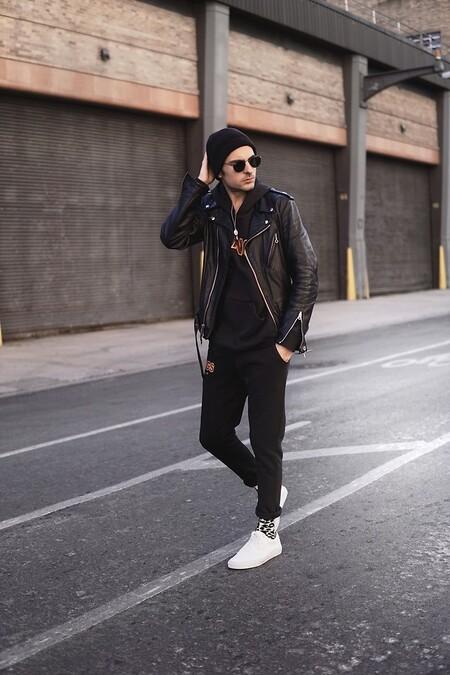 La Hoodie Negra La Prenda Clave Del Street Style De La Semana 04