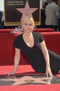 Pues ya iba siendo hora que le dieran una estrella a Kate Winslet