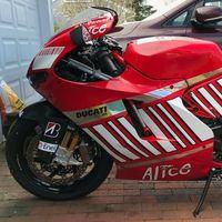Esta Ducati Desmosedici RR vestida como una MotoGP y con 200 CV ha salido a subasta en Estados Unidos