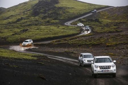 Toyota Coche Lluvia carretera