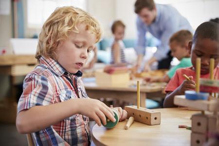 A la hora de jugar, los niños pequeños prefieren explorar que obtener una recompensa