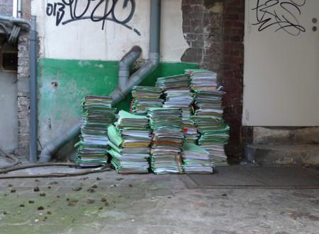 ¿Cuánto tiempo debo conservar mis libros contables y cómo podría ahorrar en su mantenimiento?