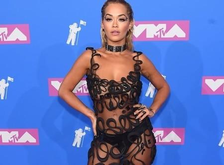 MTV Video Music Awards 2018: Rita Ora lo enseña todo con su vestido transparente