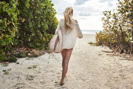 Damos la bienvenida al verano con 27 bolsos perfectos para llevar en la playa