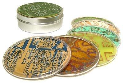 Posavasos con circuitos integrados impresos