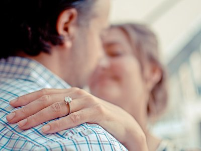 ¿Cómo elegir un anillo de compromiso para San Valentín? Te damos los mejores tips para sorprenderla