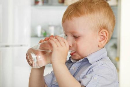 Consejos para lograr una buena hidratación en los niños