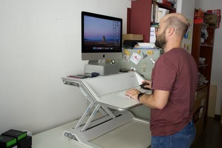 15 días alternando trabajo de pie y sentado frente al ordenador con la estación de trabajo de Fellowes