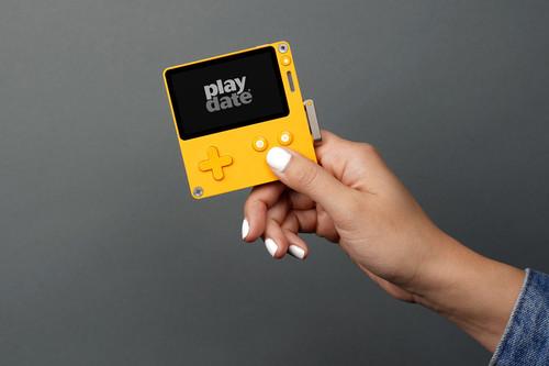 Playdate es una simpática consola portátil (¡con manivela!) que recuerda a la mítica Game Boy y que llegará en 2020