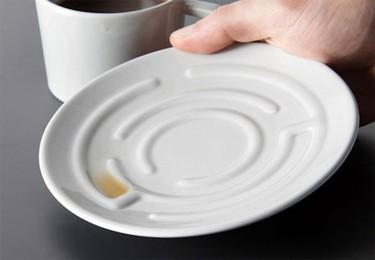 Taza laberinto para jugar con el café