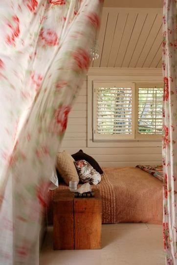 Renovando el dormitorio: cortinas en la puerta