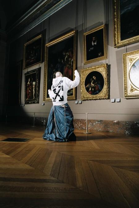 Las Obras Del Louvre Salen A Las Calles Con La Nueva Coleccion De Off White Por Virgil Abloh 08