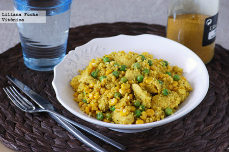 Pollo al ras el hanout con cuscús, maíz y guisantes. Receta saludable