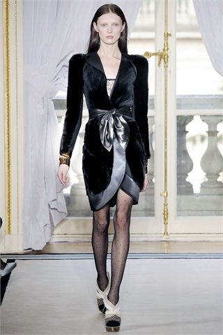 balenciaga-fall-2009-show-women-management-new-york-blog-olga-sherer.jpg