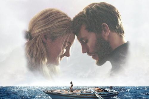 'A la deriva': una manida historia real de supervivencia que se desarrolla como su propio título indica