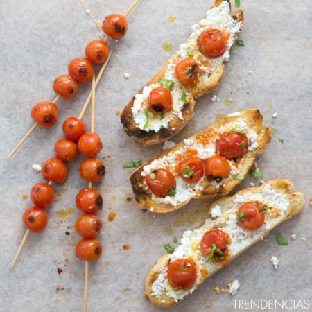 Tostadas de ricotta con tomates cherry asados. Receta de desayuno