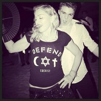 Para polémica, la falo-felicitación de año nuevo de Madonna