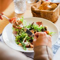 Una dieta basada en plantas podría ayudar a reducir la presión arterial incluso consumiendo algo de carne o lácteos