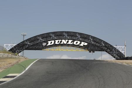 El nuevo puente Dunlop ya corona la Rampa Pegaso en el Jarama, un símbolo de hermanamiento con Le Mans