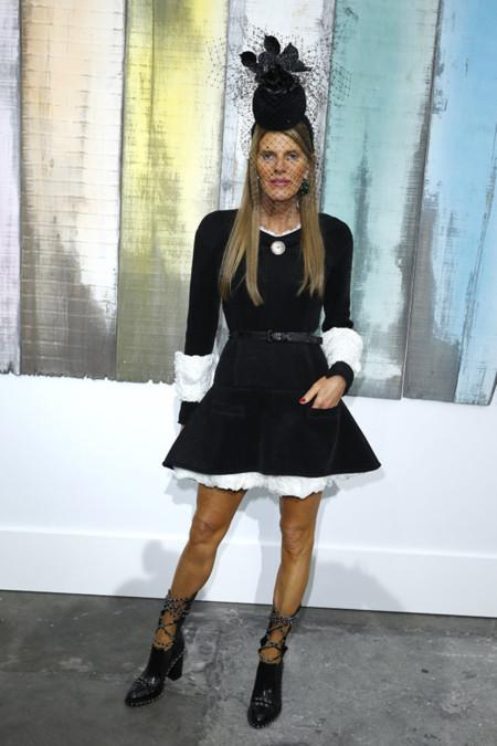 Anna dello Russo con botas de Chanel