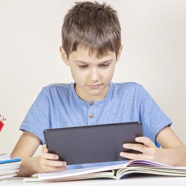 """La educación a distancia en tiempos de coronavirus: las competencias que mi hijo está aprendiendo con el """"cole en casa"""""""