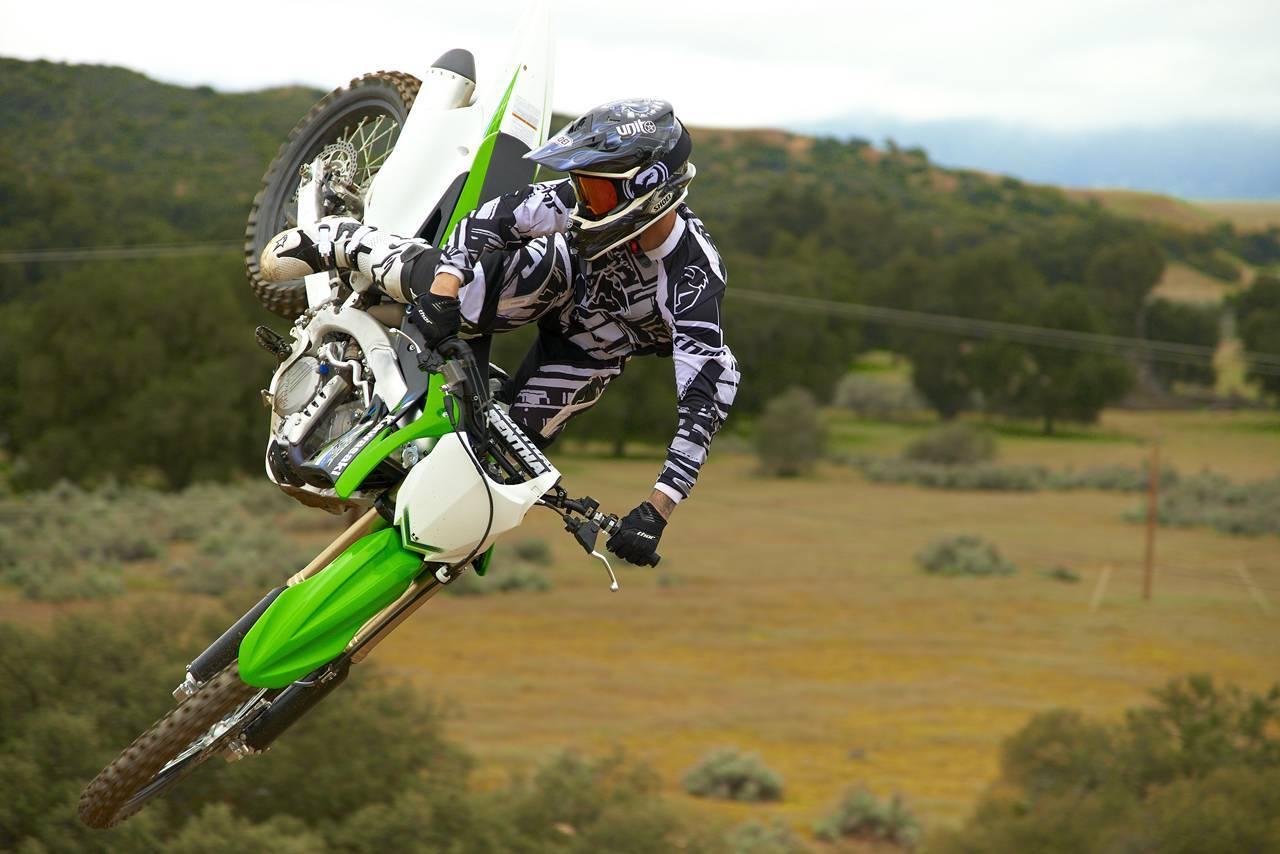 Foto de Nueva Kawasaki KX450F 2013: de la experiencia del AMA Supercross y Motocross a tu garaje (Acción) (21/42)