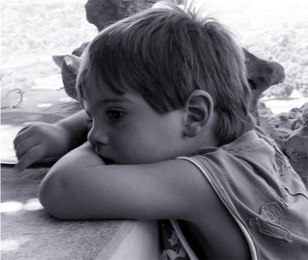Creemos que los niños deben estar constantemente ocupados y estimulados. Pero el aburrimiento fomenta la creatividad e imaginación