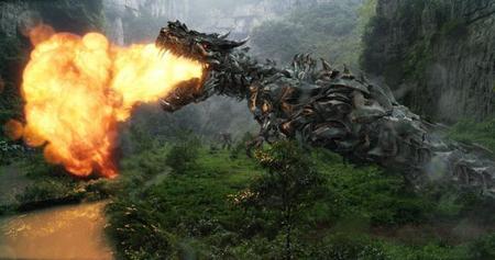 Un dinosaurio entre Transformers