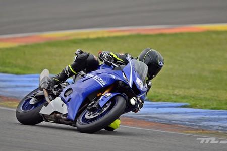 Probamos la Yamaha YZF-R6, un mito evolucionado para recuperar su trono en los circuitos