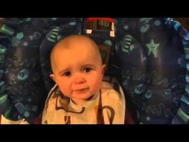 El bebé que llora de emoción al escuchar cantar a su mamá