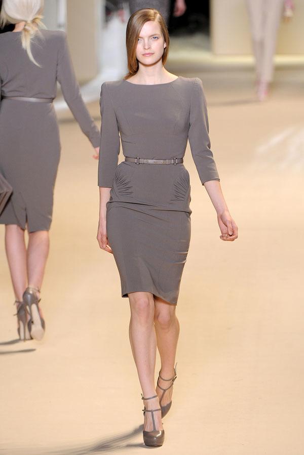 Foto de Elie Saab Otoño-Invierno 2011/2012 en la Semana de la Moda de París: la alfombra roja espera (19/32)